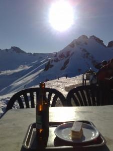 Neve e cerveja! Bebida também pode ser degustada em dias frios