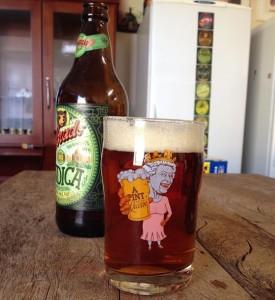 festa da cerveja inglesa pint with the queen