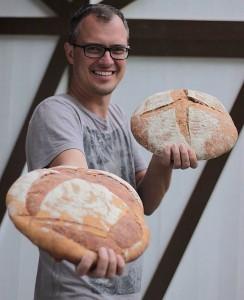 Pão e cerveja: Rene mostra suas obras