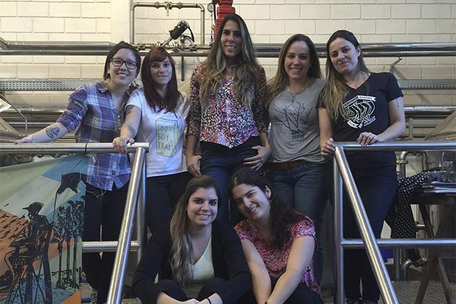 coletivo ELA foto meninas na sala de brassagem da cervejaria Dádiva
